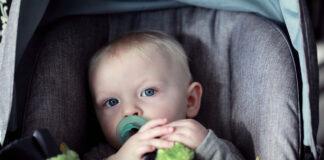 Barn i bilbarnstol. Foto: Sharon McCutcheon. Licens: Unsplash.com