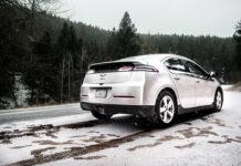 Chevy Volt på vintern. Foto: Colton Sturgeon. Licens: Unsplash.com (free use)